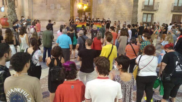Concentración para denunciar la agresión homófoba del fin de semana en Elche